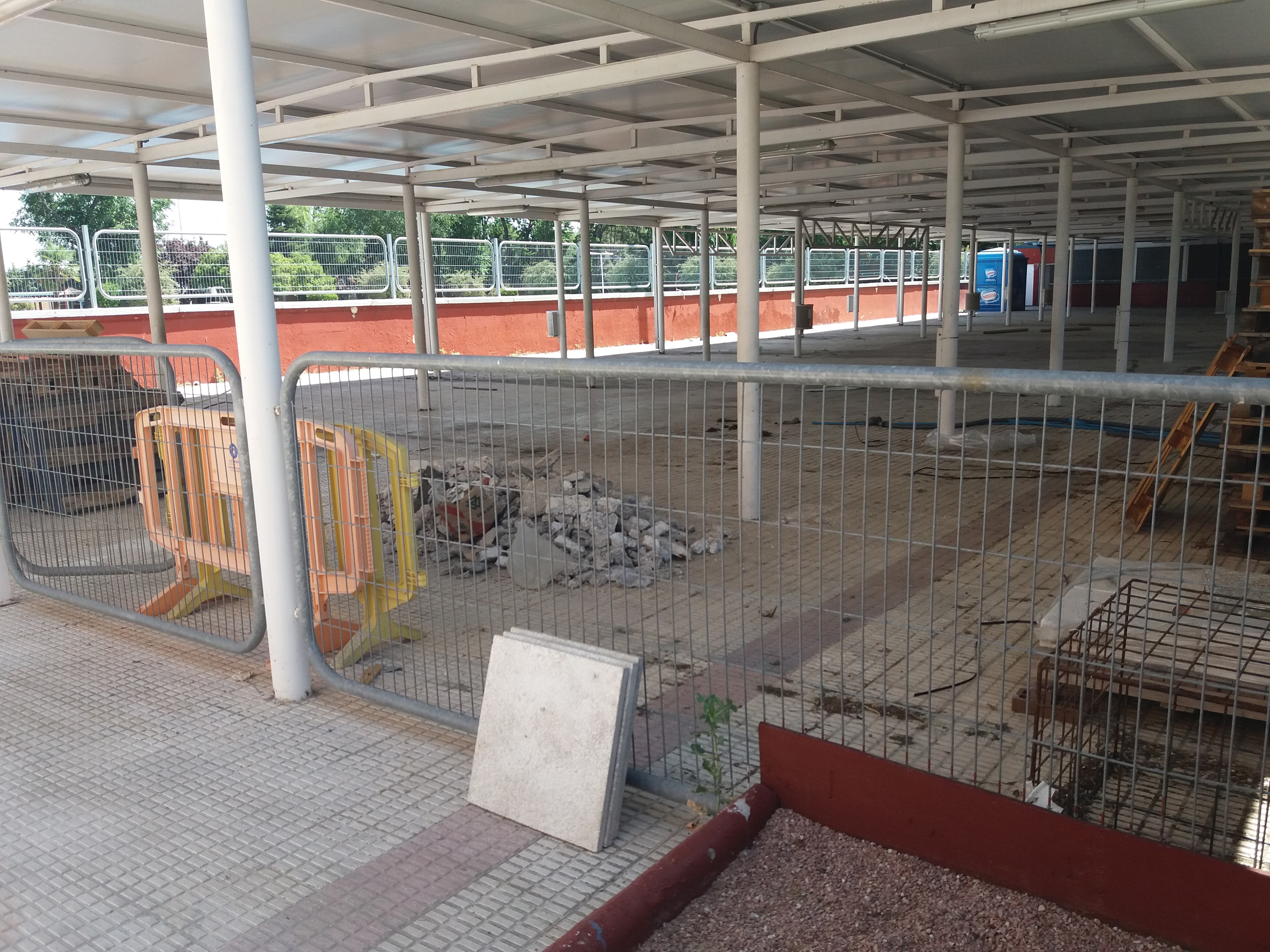 La piscina municipal hace aguas con la gesti n de ganemos for Piscina municipal fuenlabrada 2017